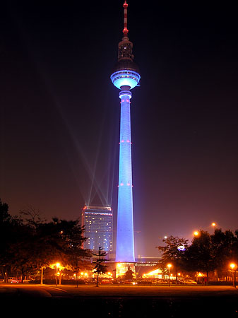 enjoy an unforgettable trip to fernsehturm in berlin. Black Bedroom Furniture Sets. Home Design Ideas